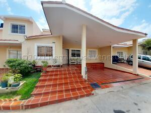 Townhouse En Ventaen Maracaibo, Doral Norte, Venezuela, VE RAH: 21-17068