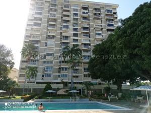Apartamento En Alquileren Parroquia Caraballeda, Los Corales, Venezuela, VE RAH: 21-17098
