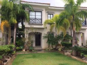 Townhouse En Ventaen Higuerote, Puerto Encantado, Venezuela, VE RAH: 21-17200