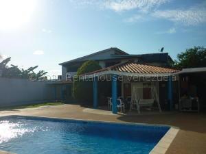 Casa En Ventaen Higuerote, Ciudad Balneario Higuerote, Venezuela, VE RAH: 21-17361