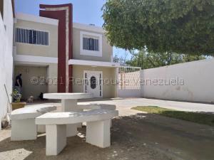 Townhouse En Ventaen Maracaibo, La Picola, Venezuela, VE RAH: 21-17367