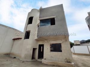 Townhouse En Ventaen Maracay, Barrio Sucre, Venezuela, VE RAH: 21-17411