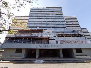 Apartamento En Ventaen Maracay, Conjunto Residencial Los Jardines, Venezuela, VE RAH: 21-17525