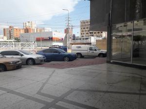 Local Comercial En Alquileren Maracaibo, Avenida Bella Vista, Venezuela, VE RAH: 21-17531