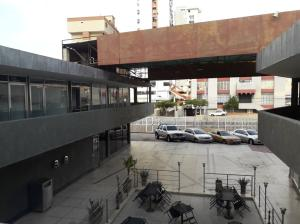 Local Comercial En Alquileren Maracaibo, Avenida Bella Vista, Venezuela, VE RAH: 21-17532