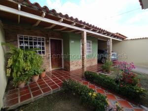 Casa En Ventaen Turmero, Zona Centro, Venezuela, VE RAH: 21-17844