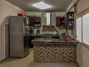 Apartamento En Ventaen Punto Fijo, Centro, Venezuela, VE RAH: 21-17509