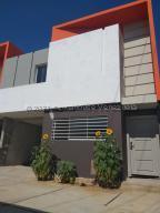 Townhouse En Ventaen Ciudad Ojeda, La Tropicana, Venezuela, VE RAH: 21-17731