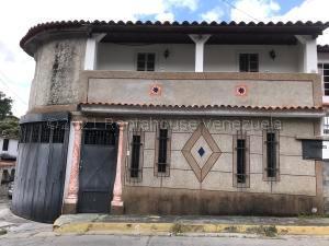 Casa En Ventaen Los Teques, Los Teques, Venezuela, VE RAH: 21-17849