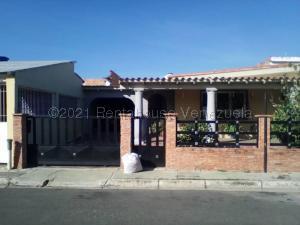 Casa En Ventaen Municipio Los Guayos, Paraparal, Venezuela, VE RAH: 21-17877