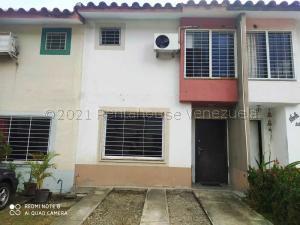 Townhouse En Ventaen Cua, Las Mesetas, Venezuela, VE RAH: 21-17884