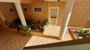 Apartamento En Ventaen Maracaibo, Avenida Milagro Norte, Venezuela, VE RAH: 21-10683
