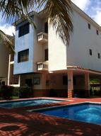 Apartamento En Ventaen Higuerote, Club Campestre El Paraiso, Venezuela, VE RAH: 21-18198