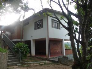 Casa En Ventaen Caracas, Municipio Baruta, Venezuela, VE RAH: 21-18204