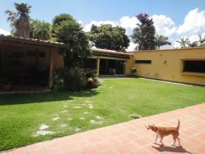 Casa En Ventaen Caracas, La Lagunita Country Club, Venezuela, VE RAH: 21-19472