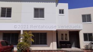 Townhouse En Ventaen Maracaibo, Fuerzas Armadas, Venezuela, VE RAH: 21-18036