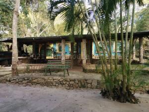 Terreno En Ventaen Municipio Naguanagua, Trincheras, Venezuela, VE RAH: 21-18080