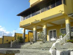 Casa En Ventaen San Antonio De Los Altos, Club De Campo, Venezuela, VE RAH: 21-18146