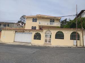 Casa En Ventaen Barquisimeto, Colinas De Santa Rosa, Venezuela, VE RAH: 21-18261