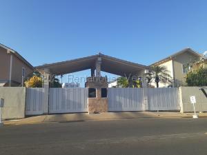 Townhouse En Ventaen Lecheria, Av Diego Bautista Urbaneja, Venezuela, VE RAH: 21-16003
