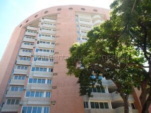 Apartamento En Ventaen Caracas, El Rosal, Venezuela, VE RAH: 21-18409