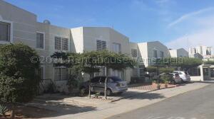 Townhouse En Ventaen Maracaibo, Circunvalacion Uno, Venezuela, VE RAH: 21-18243