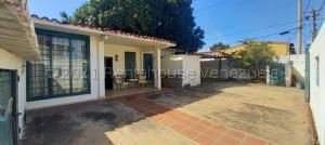 Casa En Ventaen Lecheria, El Morro Ii, Venezuela, VE RAH: 21-18405