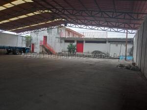 Local Comercial En Ventaen Acarigua, Centro, Venezuela, VE RAH: 21-18499