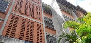 Apartamento En Ventaen Municipio Naguanagua, Casco Central, Venezuela, VE RAH: 21-18408