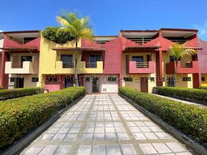 Townhouse En Ventaen Higuerote, Puerto Encantado, Venezuela, VE RAH: 21-18442