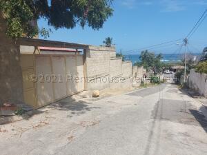 Terreno En Ventaen Catia La Mar, Playa Verde, Venezuela, VE RAH: 21-18599