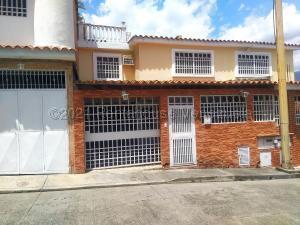 Casa En Ventaen Guatire, Country Club Buena Ventura, Venezuela, VE RAH: 21-18526