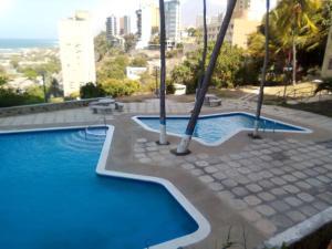 Apartamento En Ventaen Catia La Mar, Playa Grande, Venezuela, VE RAH: 21-18545