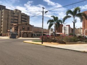 Local Comercial En Ventaen Maracaibo, Avenida Bella Vista, Venezuela, VE RAH: 21-18744