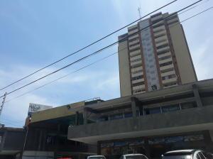Local Comercial En Alquileren Maracaibo, Avenida Universidad, Venezuela, VE RAH: 21-18548