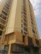 Apartamento En Ventaen Maracaibo, Dr Portillo, Venezuela, VE RAH: 21-18582