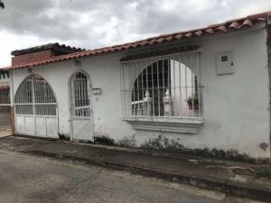 Casa En Ventaen Cua, Santa Rosa, Venezuela, VE RAH: 21-18591