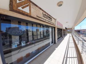 Local Comercial En Ventaen Maracaibo, Avenida Milagro Norte, Venezuela, VE RAH: 21-18622