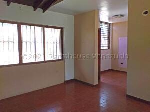 Casa En Ventaen Coro, Sector San Bosco, Venezuela, VE RAH: 21-18632