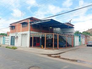 Local Comercial En Ventaen Turmero, Zona Centro, Venezuela, VE RAH: 21-18858
