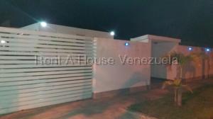 Casa En Ventaen Higuerote, Puerto Encantado, Venezuela, VE RAH: 21-18916