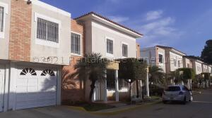 Townhouse En Ventaen Maracaibo, Fuerzas Armadas, Venezuela, VE RAH: 21-18947