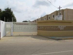 Townhouse En Ventaen Maracaibo, La Rotaria, Venezuela, VE RAH: 21-18967