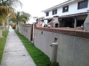 Casa En Ventaen Higuerote, Castillos De Monterrey, Venezuela, VE RAH: 21-19105