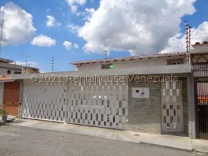 Casa En Ventaen Caracas, El Marques, Venezuela, VE RAH: 21-19288