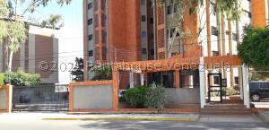 Apartamento En Ventaen Maracaibo, La Lago, Venezuela, VE RAH: 21-19420
