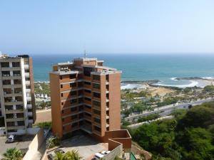 Apartamento En Ventaen Catia La Mar, Playa Grande, Venezuela, VE RAH: 21-19545