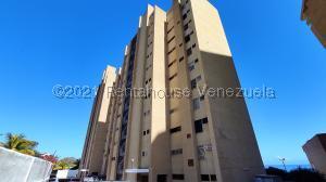 Apartamento En Ventaen Catia La Mar, Playa Grande, Venezuela, VE RAH: 21-19602