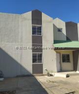 Townhouse En Ventaen Municipio San Francisco, Sierra Maestra, Venezuela, VE RAH: 21-19580