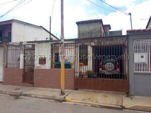 Casa En Ventaen Barquisimeto, Parroquia Santa Rosa, Venezuela, VE RAH: 21-19605